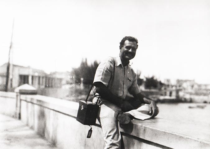 major themes in the works of ernest hemingway By tom stoppard when joseph conrad died, ernest hemingway, by way of an obituary notice, wrote a little piece in the transatlantic review, in october 1924, and what he said was that if it could be.